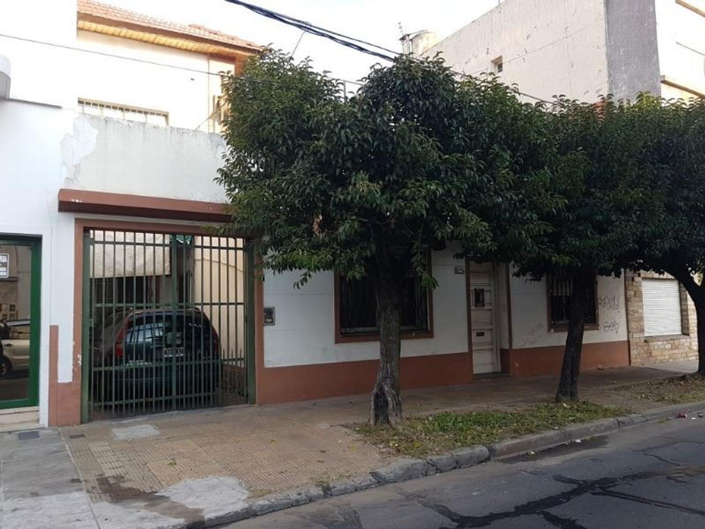 PH al frente 4 ambientes, totalmente independiente, con garagge, patio, terraza y quincho