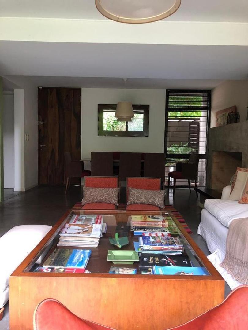 Casa en Venta en Punta Chica - 5 ambientes