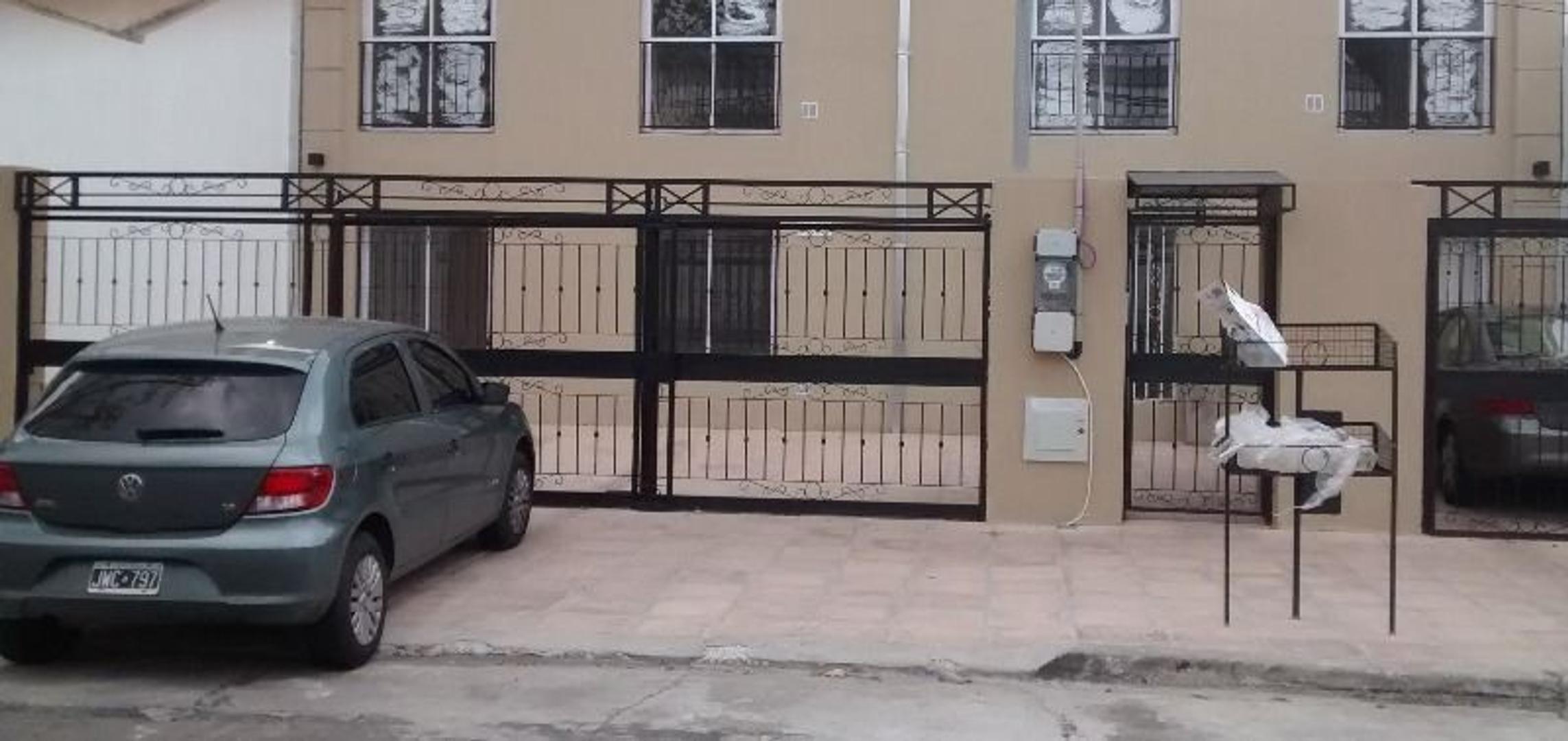 Depto de 2 ambientes con terraza propia.