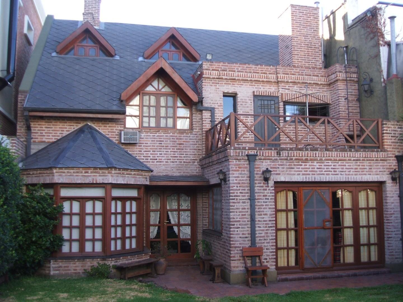 casa en Barrio River con pileta
