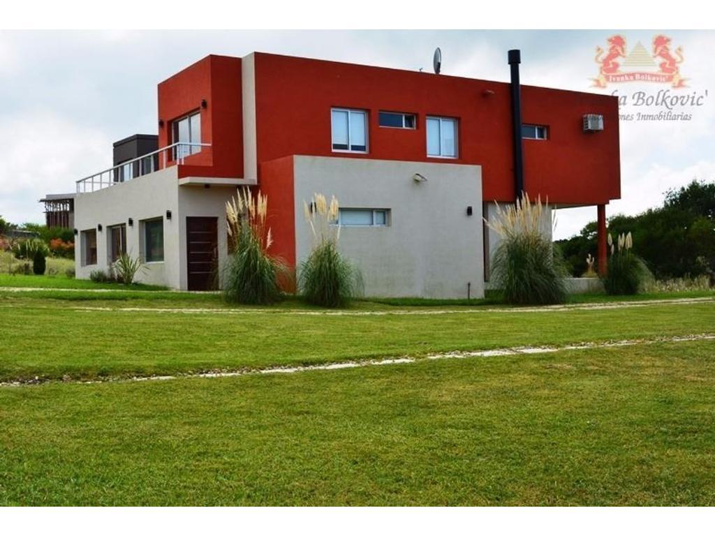 Venta Casa Excelente Propiedad con Bajada Directa a La Canchas del golf.