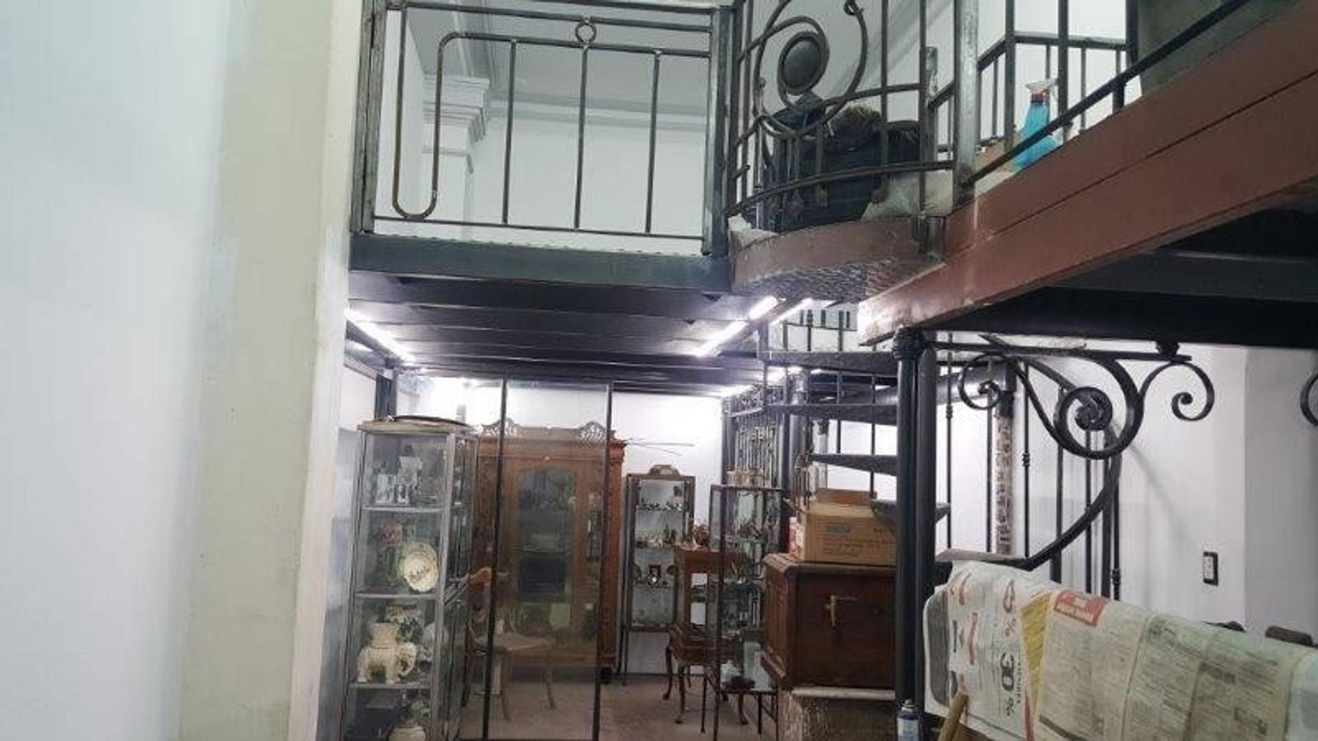 Zona fuertemente comercial, en el casco historico de la ciudad - San Telmo