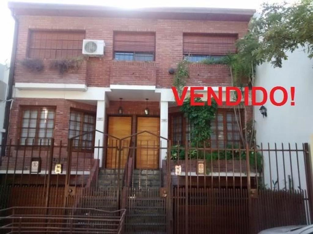 Casa en venta en urdininea al 1700 entre ballivian y la for Casa de azulejos en capital federal