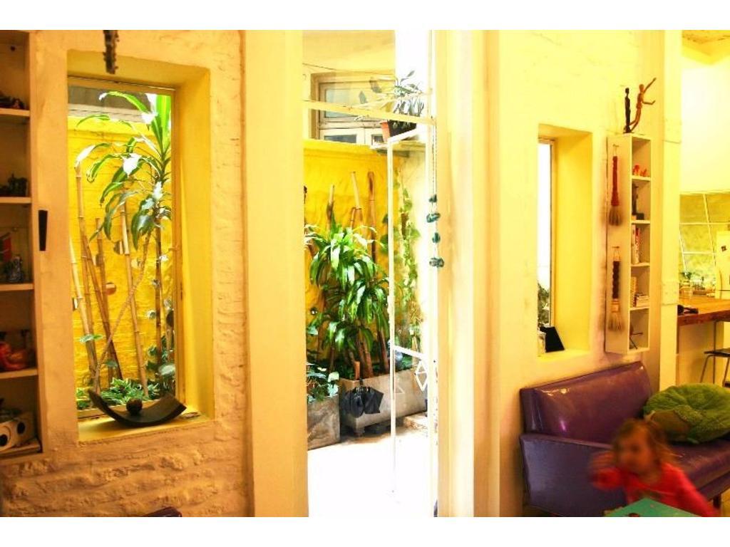 Venta PH de 4 ambientes reciclado con entrada independiente en San Telmo. Excelente estado!