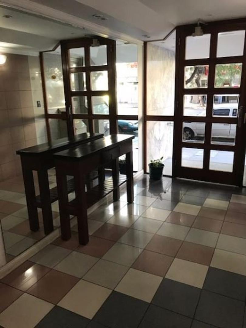 Departamento de 4 Ambientes al frente 2 baños con cochera Plaza Misericordia