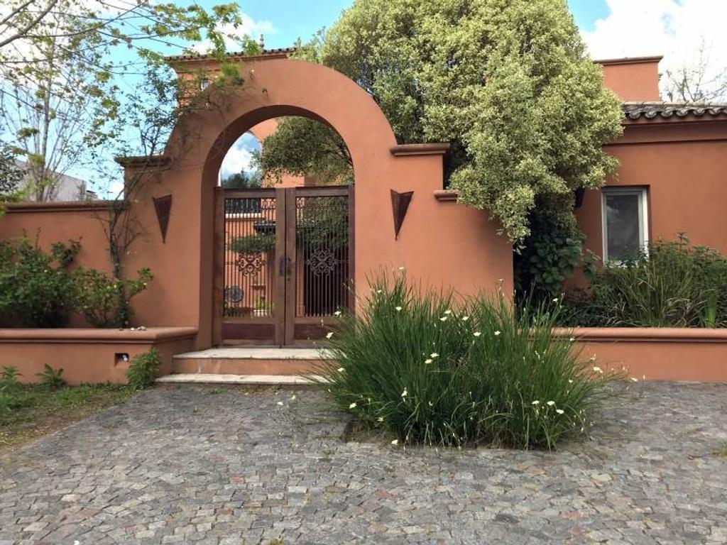 Lindisima Casa al Agua en Alquiler en Barrio Santa Bárbara