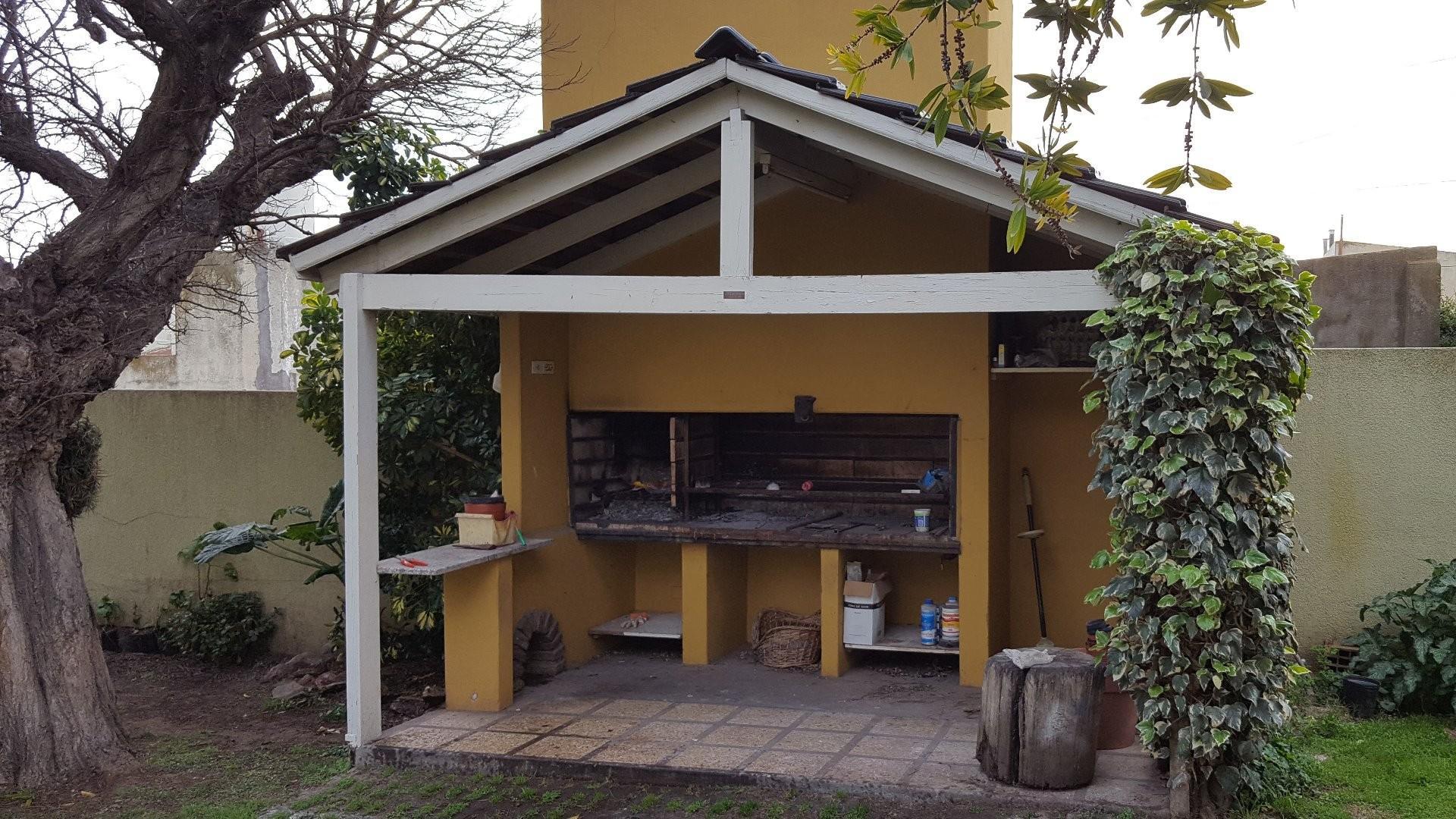 chalet super moderno en 4 seminiveles 350 mts 2 cubiertos 3 dormi 3 baños compart  labadero terraza