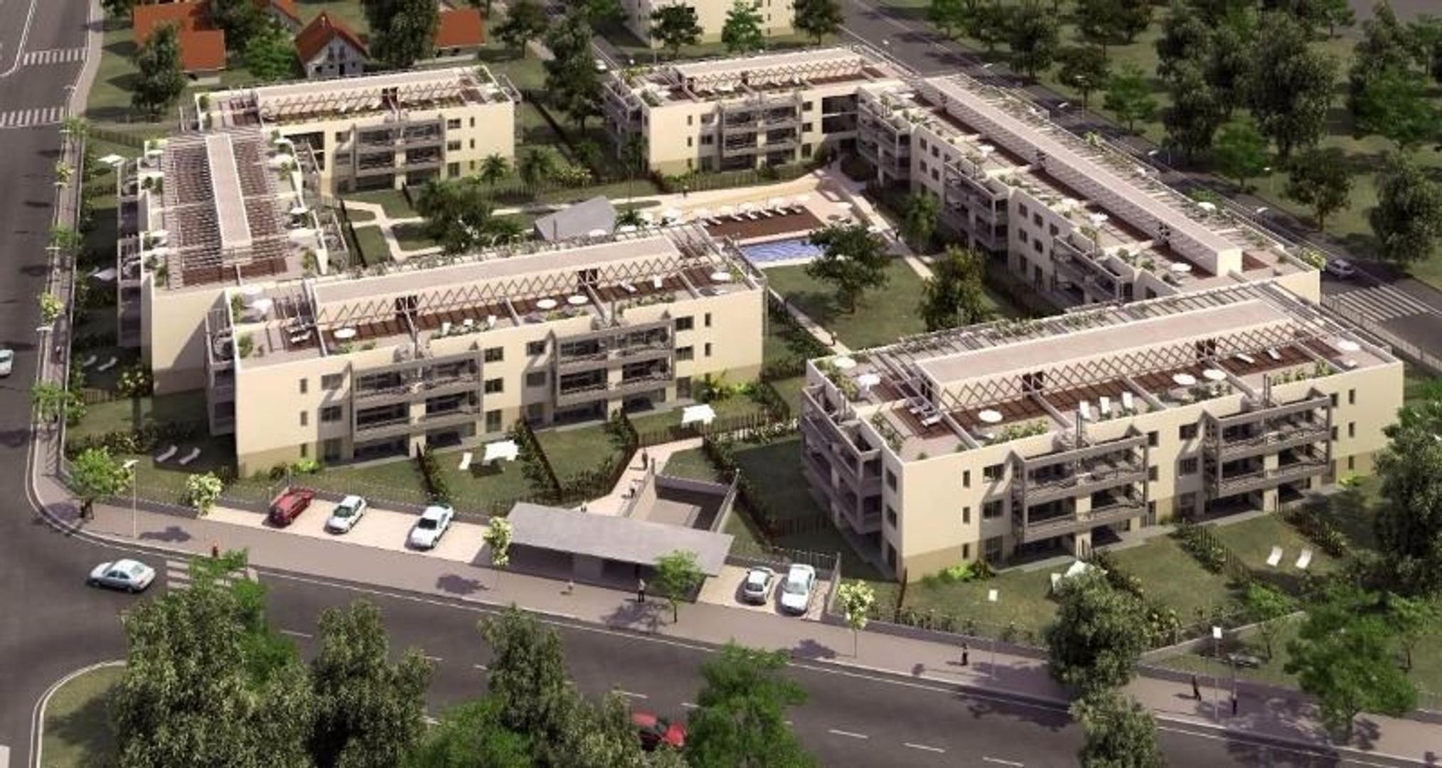 FINANCIADO. Dpto 2 amb con jardín y cochera cubierta, en complejo Sucre.