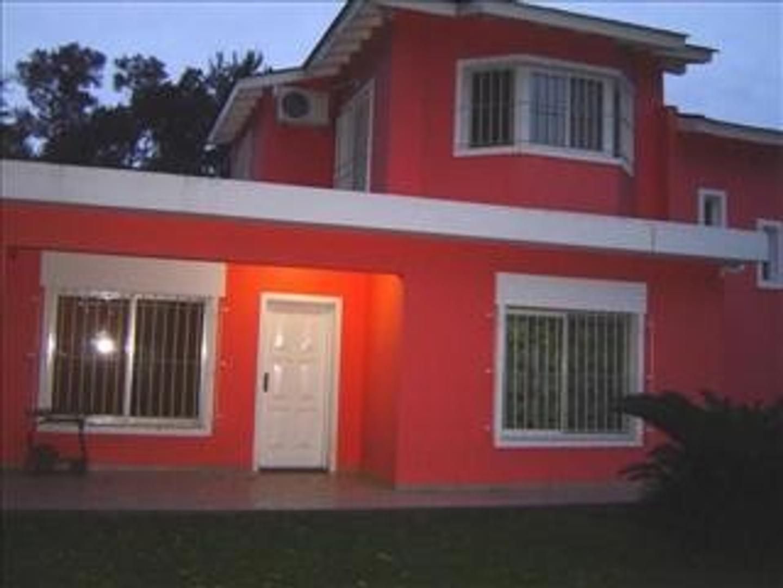 Casa en Venta en Lambertucci - 4 ambientes