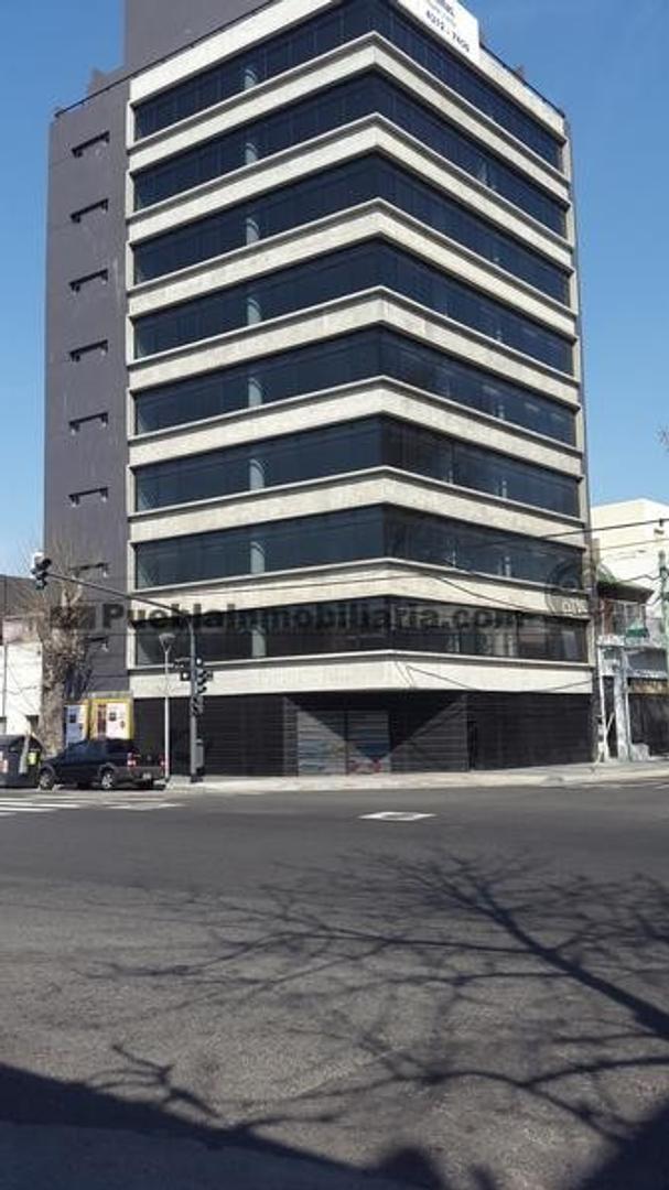 Oficina Clase A de planta libre en venta o alquiler de 200 m2