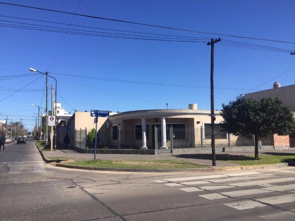 Casa de 3 Ambientes con Garage - San Justo Centro