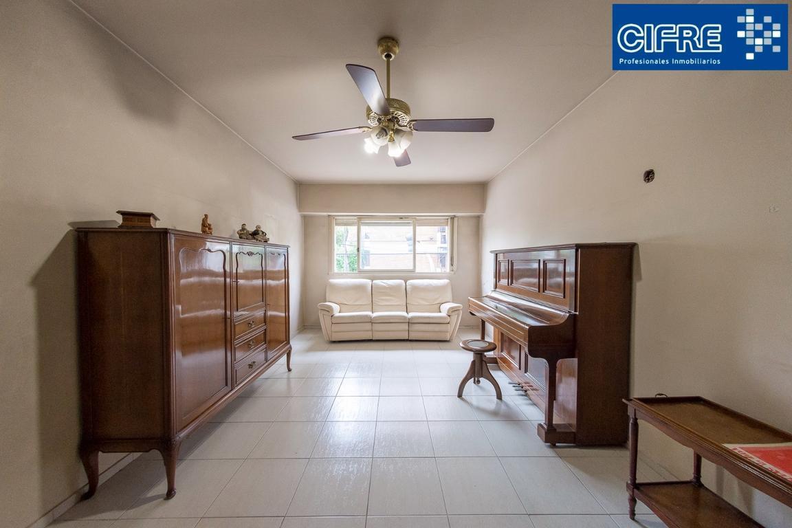 Departamento 4 ambientes frente 2 baños  cochera fija patio y terraza (Suc. Urquiza 4521-3333)