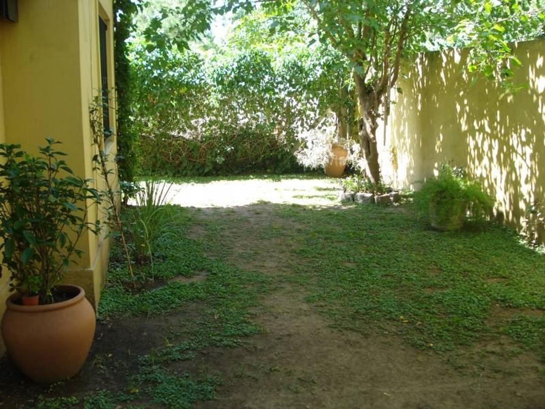 Departamento en venta en condominio Altos de Morra en Villa Morra Pilar