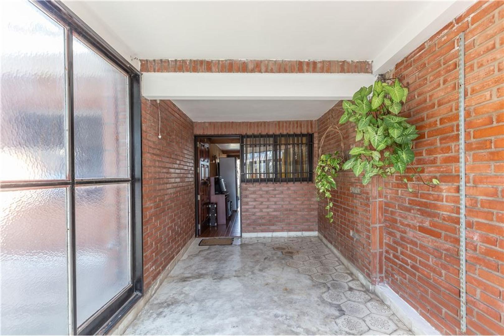 Casa en Venta - 7 ambientes - USD 104.900