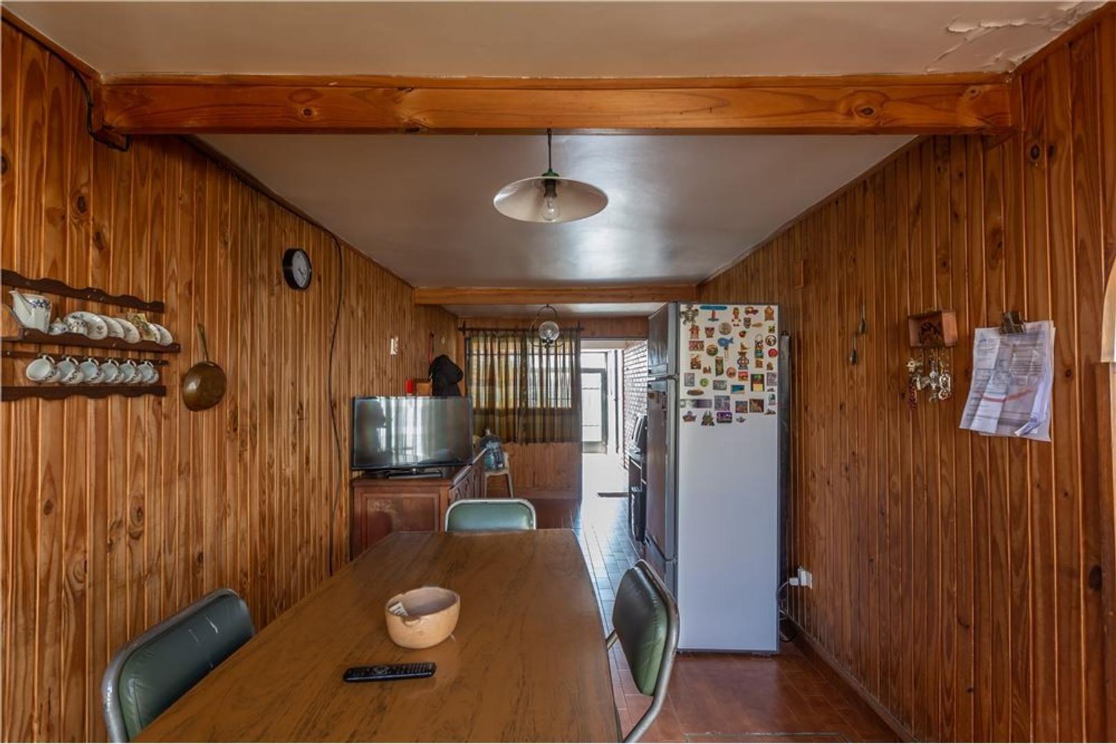 Casa - 188 m²   4 dormitorios   49 años