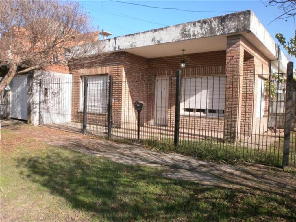 Departamento tipo casa en Alquiler de 3 ambientes en Buenos Aires, Pdo. de Moron, Moron, Moron Sur