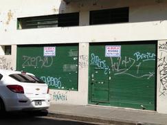 Local en Montevideo entre Bmé. Mitre y Av. Rivadavia
