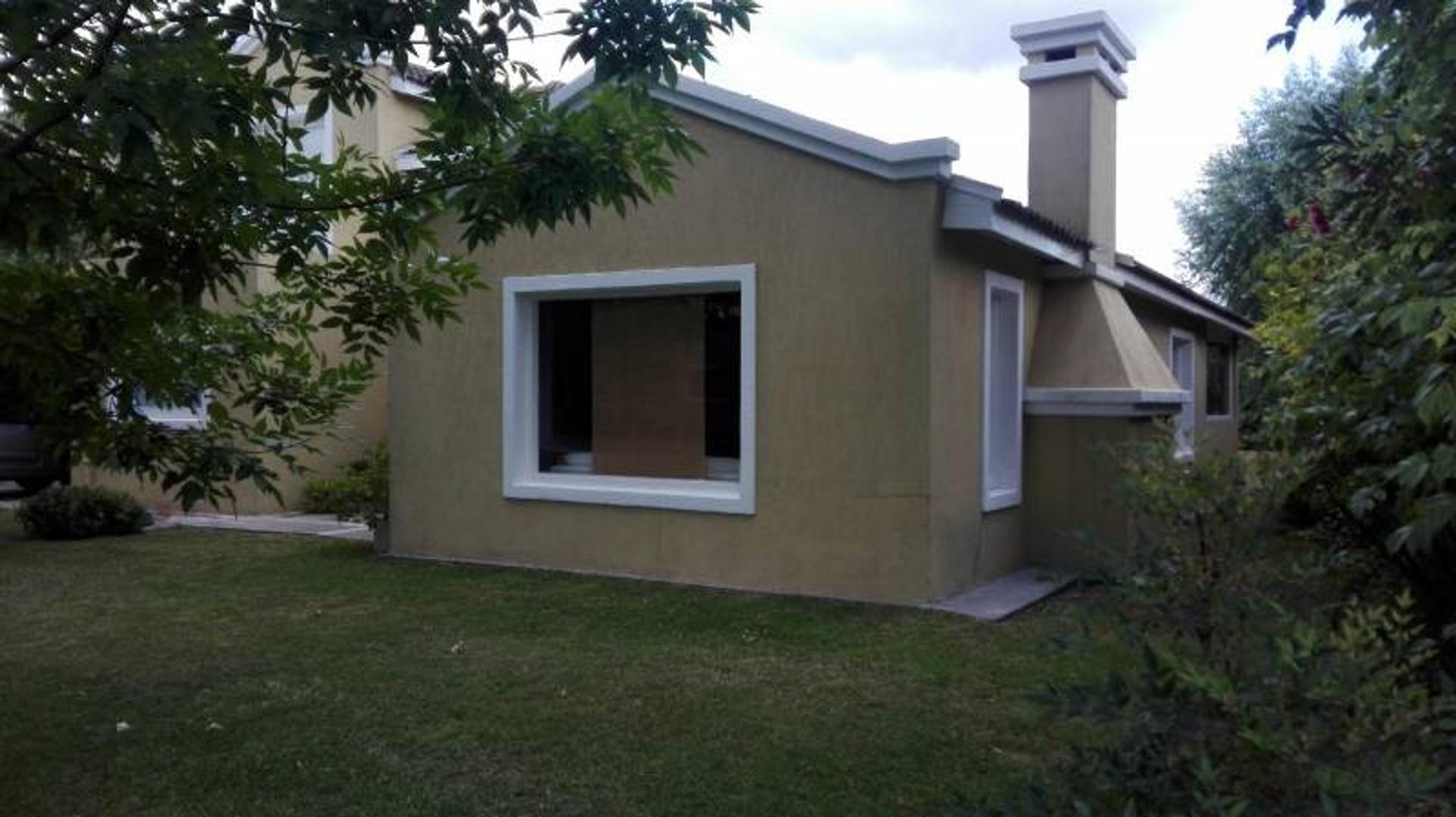 Casa - 210 m² | 3 dormitorios | 4 baños