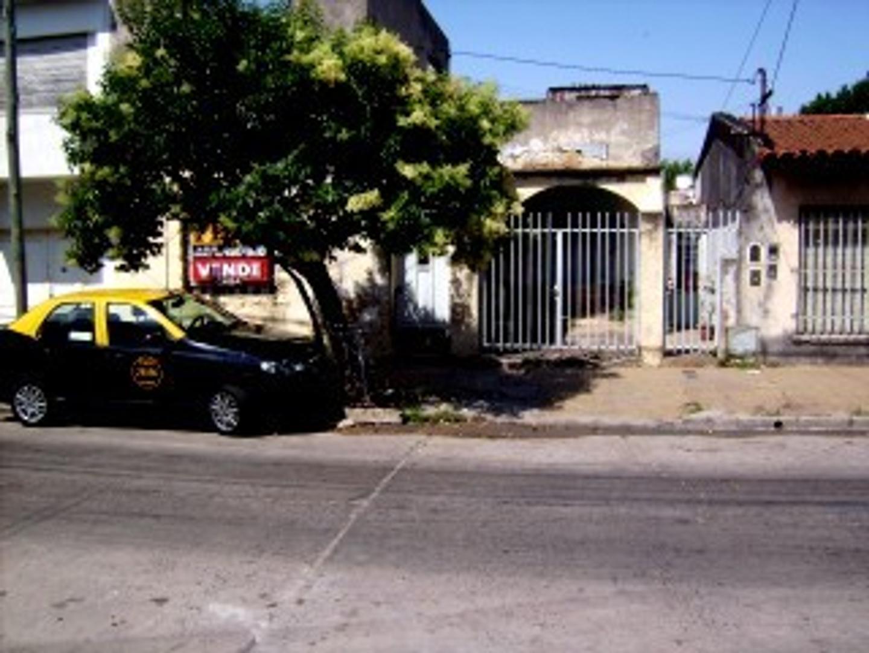 CASA 3 AMB. C/ DPTO AL FDO Y ENT. P/ VEHICULO. VILLA INSUPERABLE.
