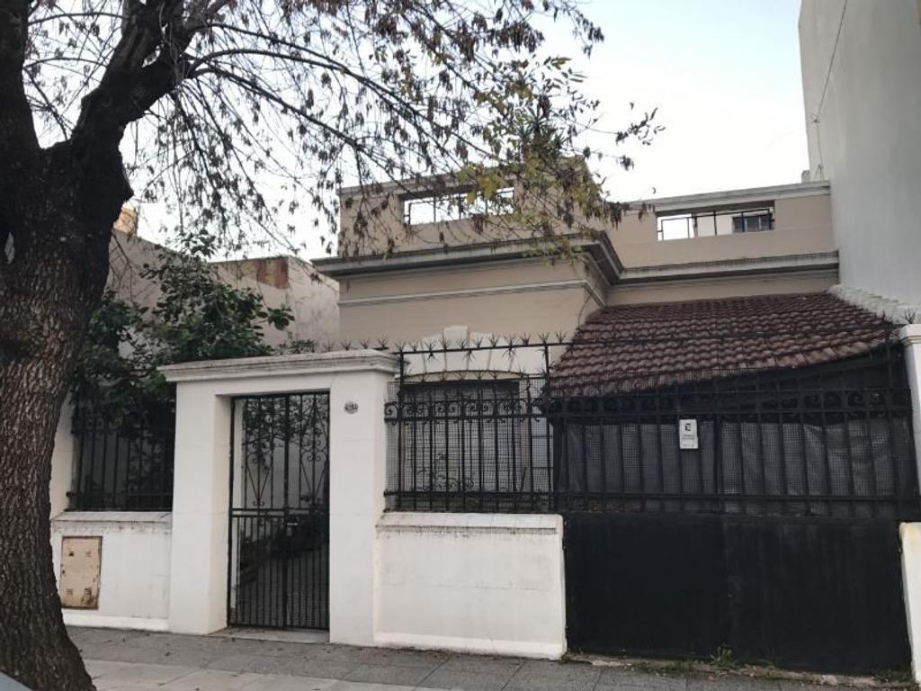 Casa sobre lote propio, 8 amb, garage, patio y terraza