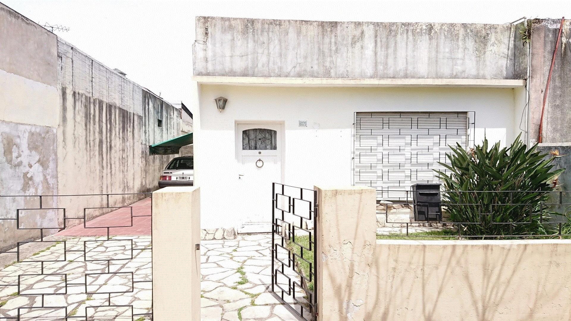 Casa 3 ambientes con fondo libre