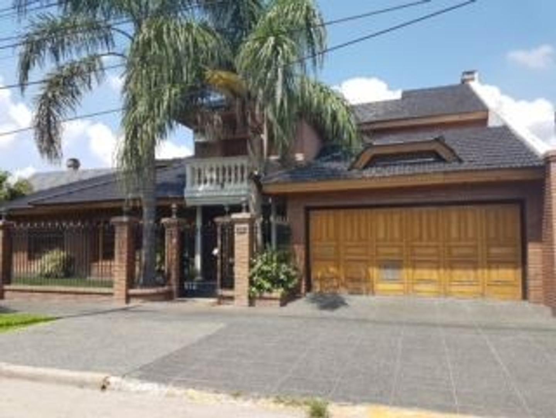 Casa en Venta en San Antonio De Padua - 7 ambientes