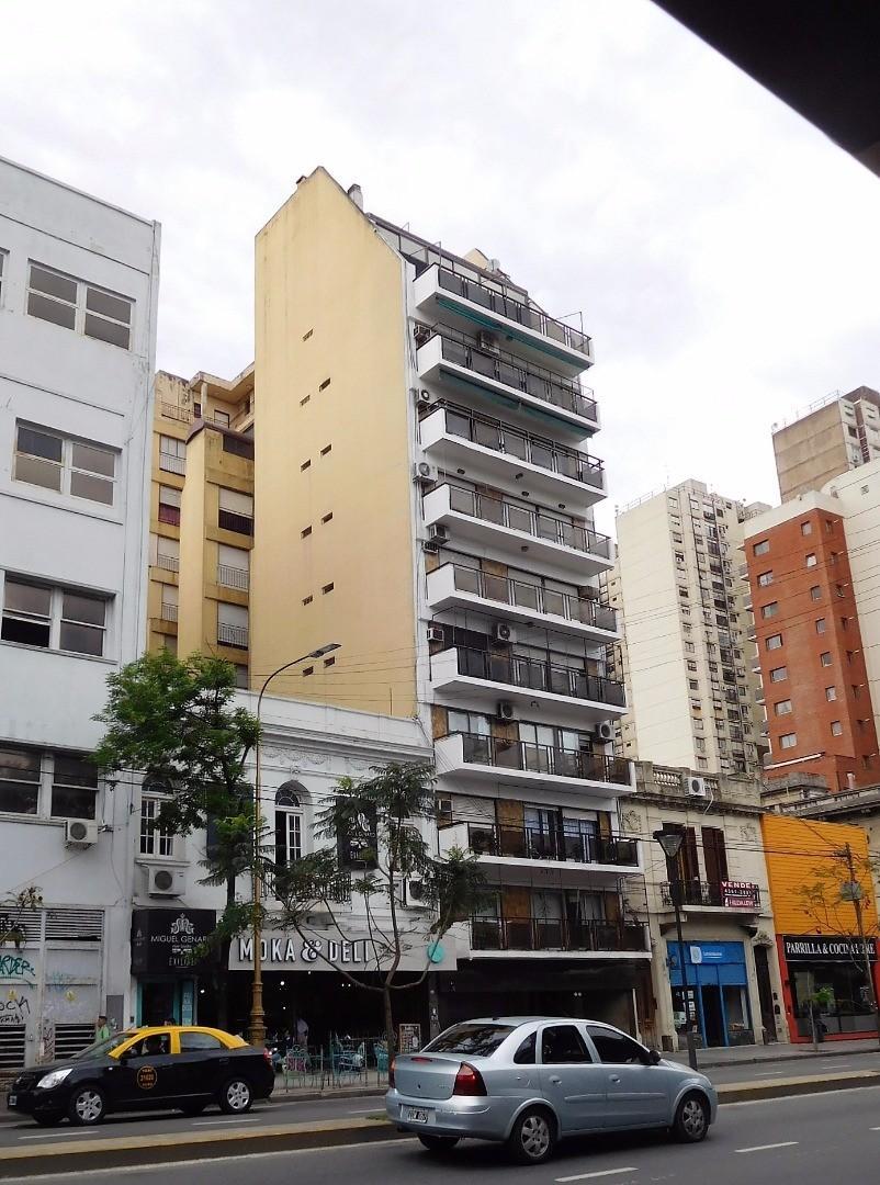 3 amb + dependencias+ terraza 21 m2 + balcon, 3 baños, cocina- comedor amplia, muy lum APTO CREDITO