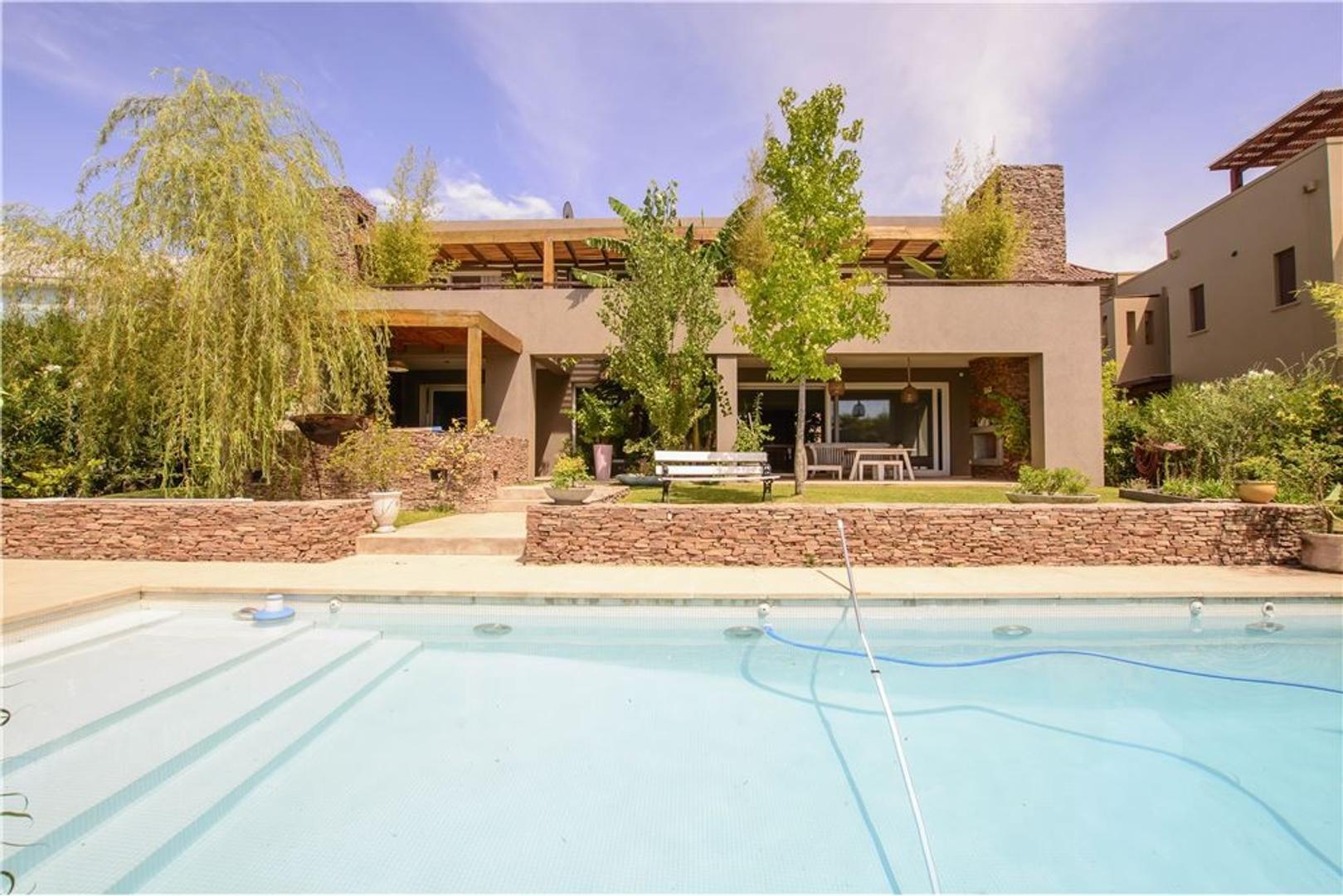 Casa Impecable 3/4dorm c/pileta a la Laguna!!