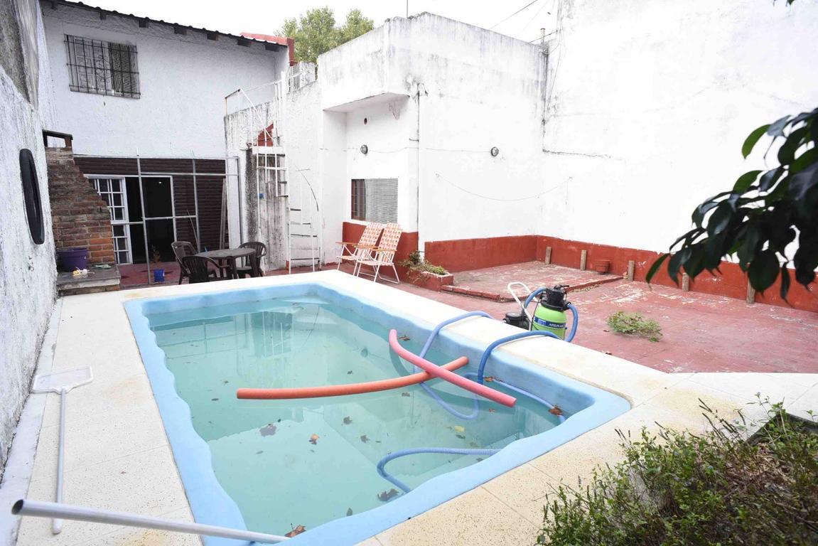Casa Agustin Alvarez 4300 excelente zona Lote propio