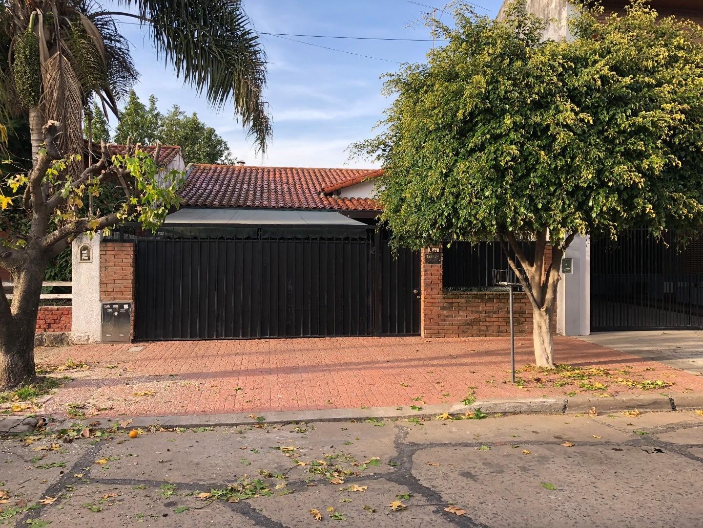 Casa en venta 4 amb Olivos Roche.