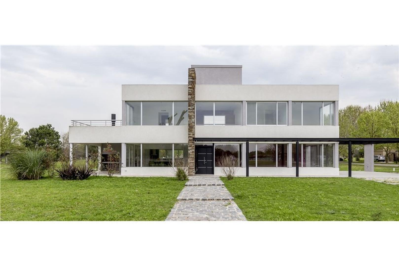 Casa de 4 ambientes en Haras del Pilar, ruta 25