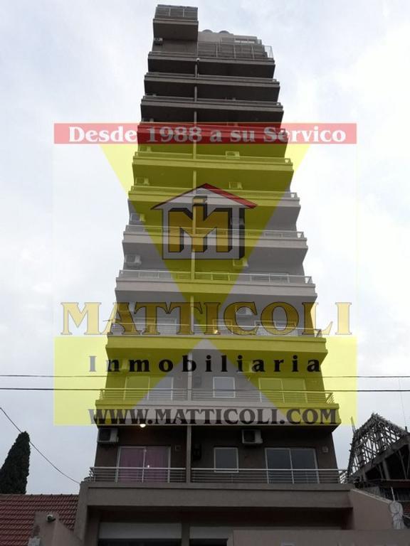 Hermoso departamento 2 ambientes al Frente con 2 Balcones y Cochera descubierta en San Martin Centro