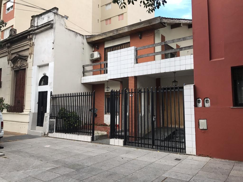 REGIA CASA 5 AMB.EN 2 PLANTAS CON GARAGE PATIO-JARDIN