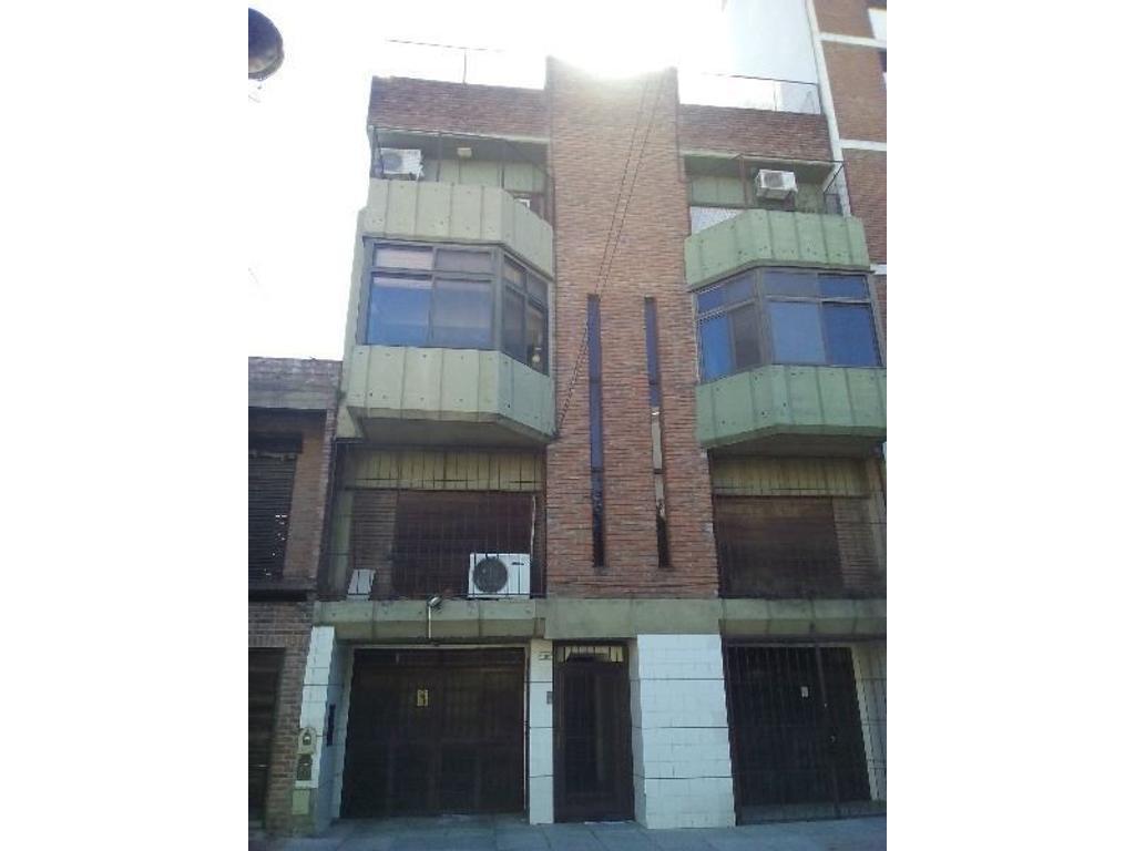 PH en 2 plantas Living 2 dormitorios, dep. serv. o 3er dormitorio, cochera,quincho, parrilla patio