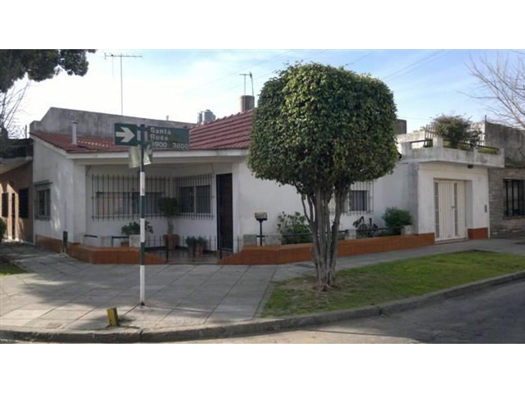 Casa 3 ambientes con garage, patio y terraza