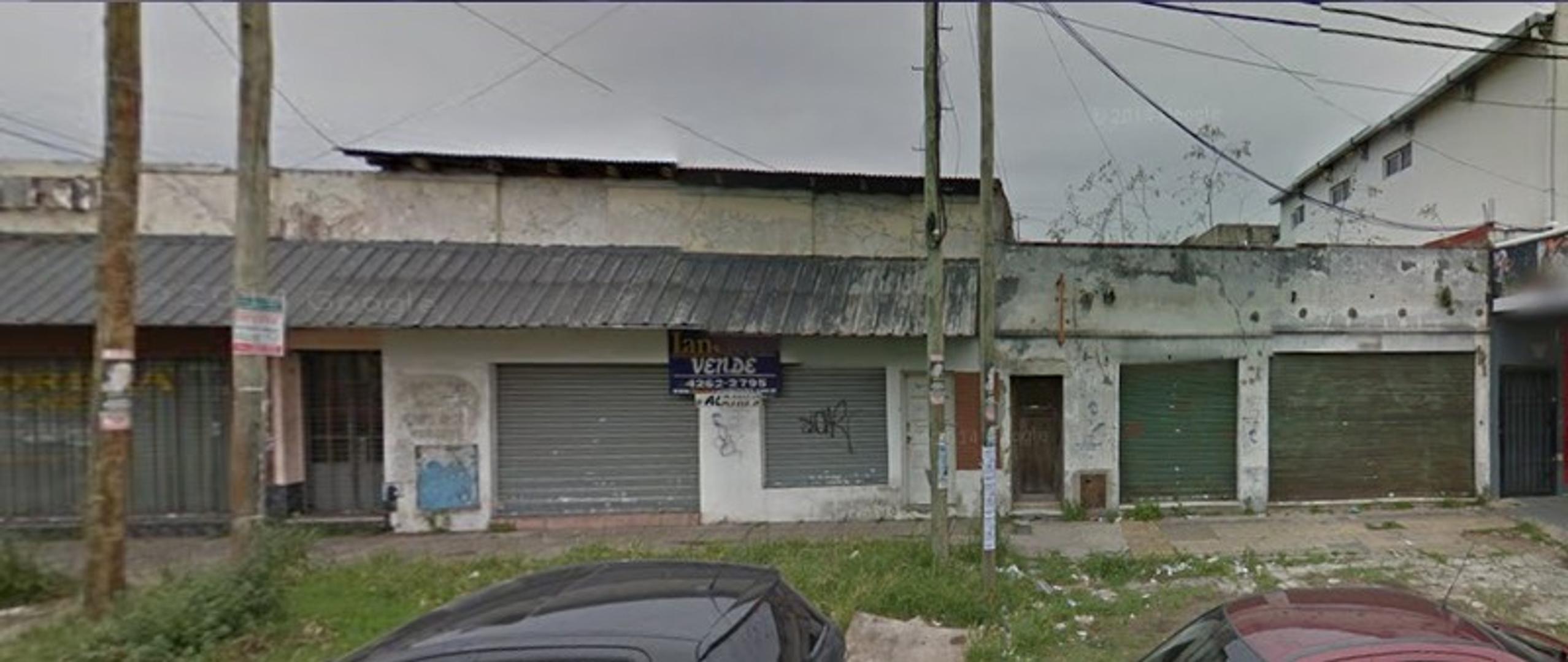 Local comercial sobre importante Avenida - Lanus Oeste