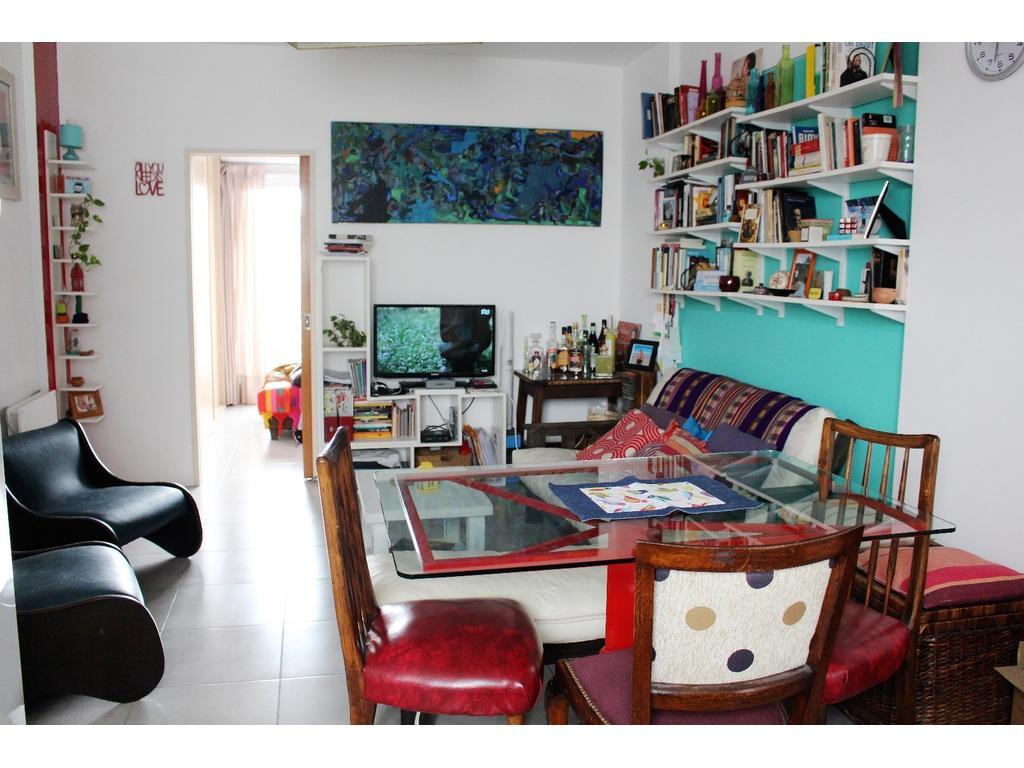 Depto. de 2 ambientes con balcón, cochera y amenities.