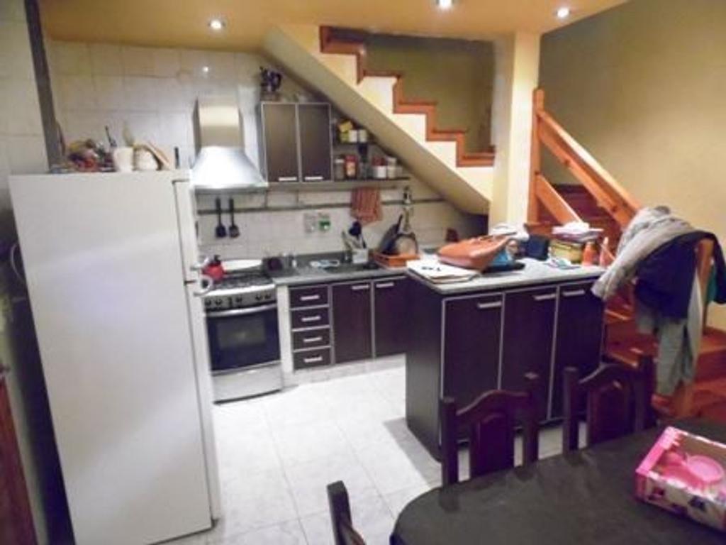 Venta - Casa c/3 deptos. Ideal 2/3 familias - Pompeya