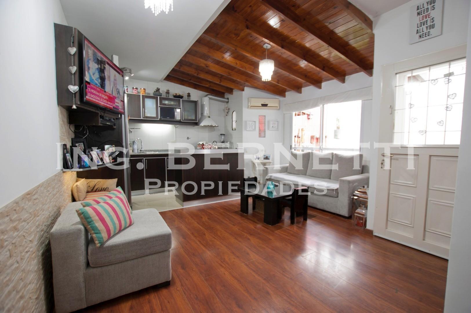 - RESERVADO - Tipo Casa 3 ambientes con jardín - Excelente ubicación - IMPECABLE !! -