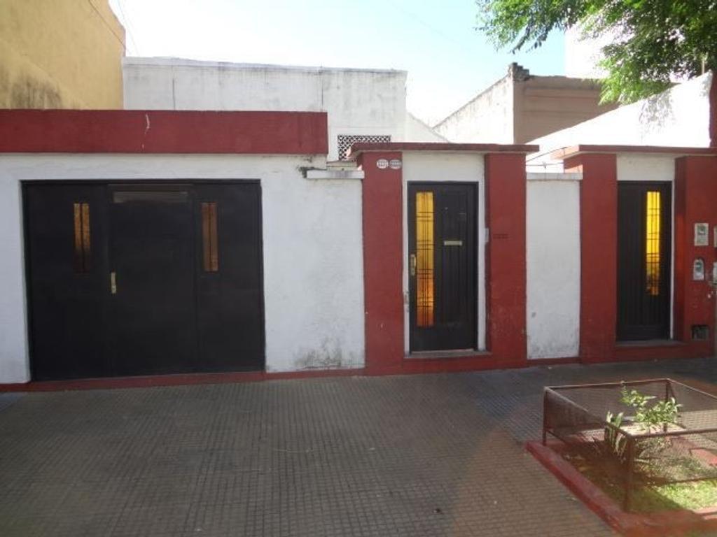 CASA DE 5 AMBIENTES, CON 2 BAÑOS, GARAGE, PATIO Y TERRAZA