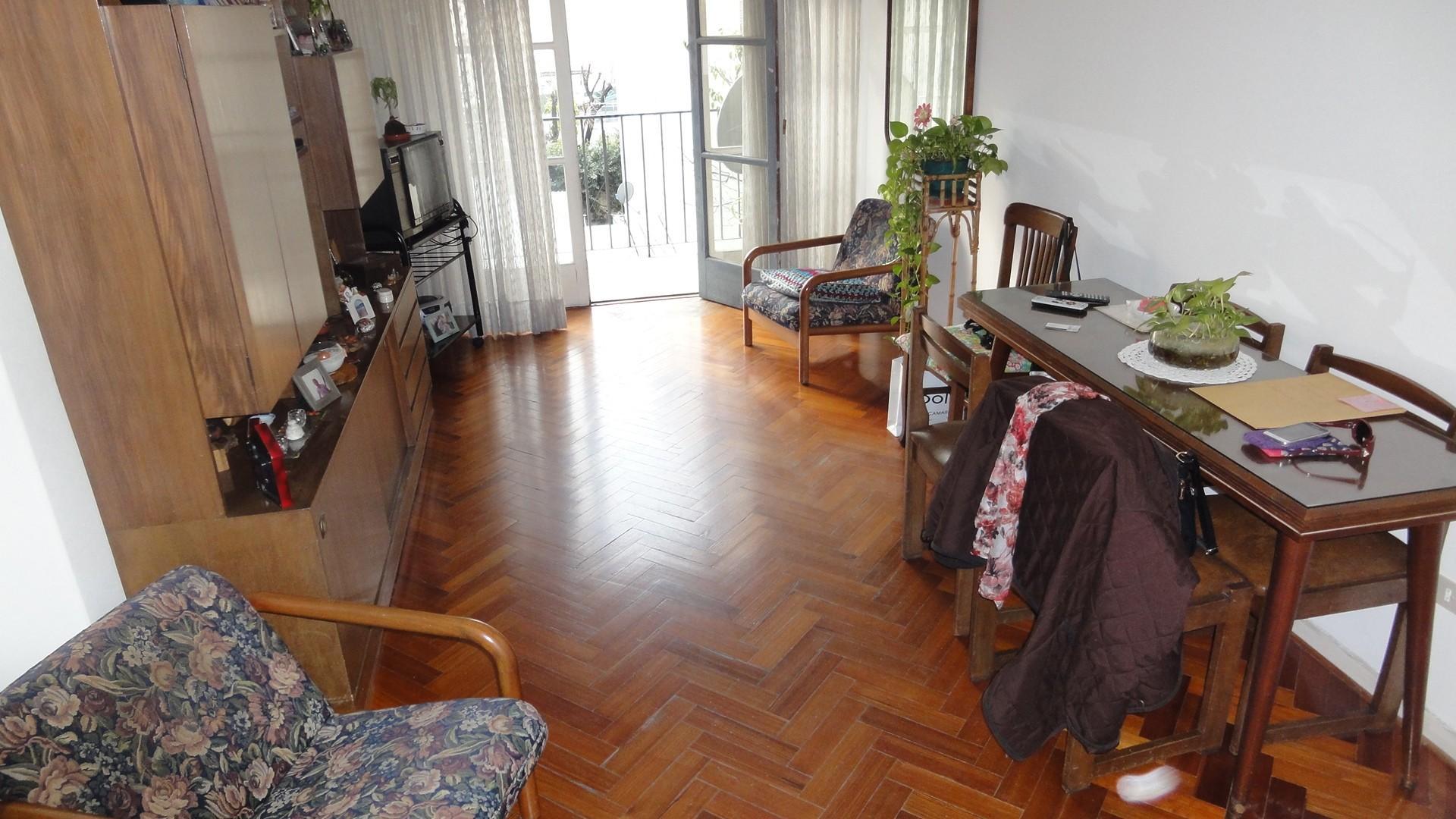 Muy Buen 3 ambientes al frente, super Luminoso, Buena Ubicacion S/Bogota e/ caracas y Fray Cayetano