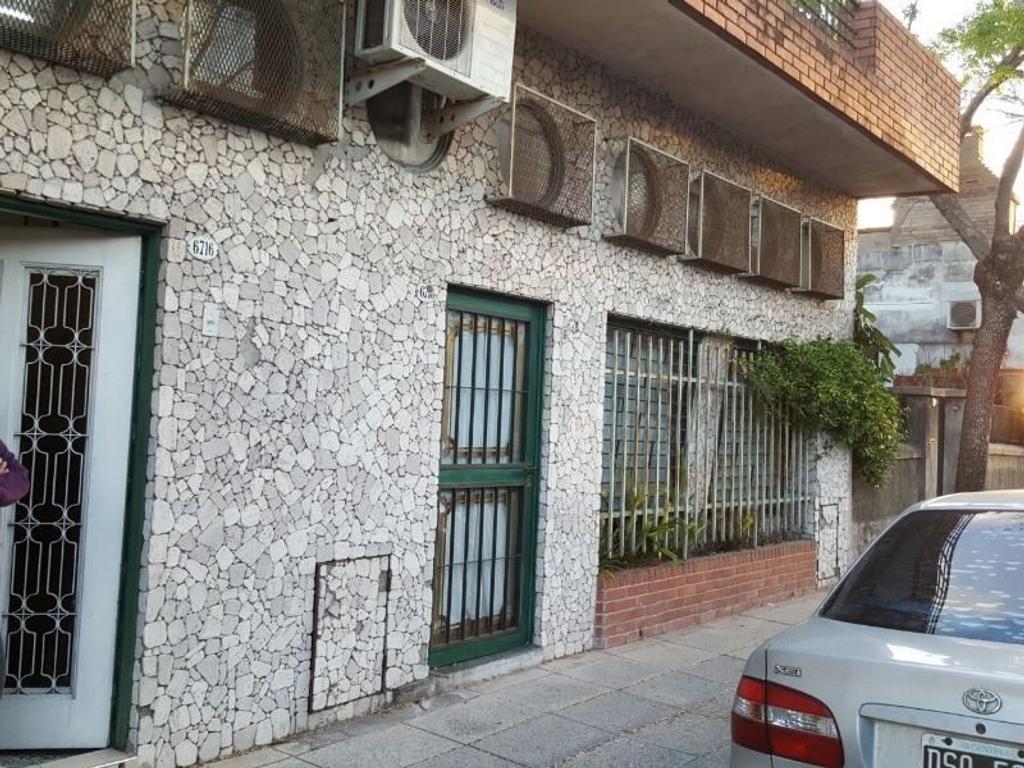 VENTA HERMOSA CASA DE 6 AMBIENTES VERSALLES/ PJE AGUARIDAY 6700/ 8.66*18 LOTE