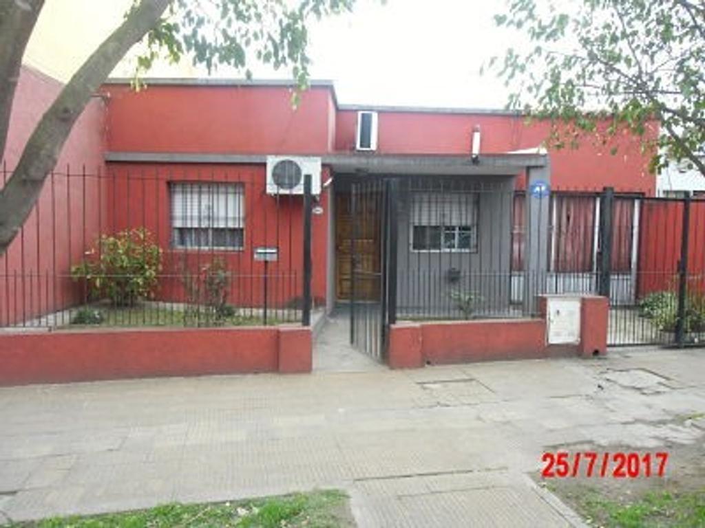 Casa en calle principal de Jose C Paz