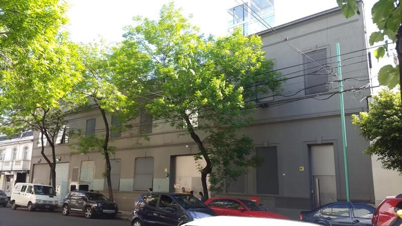 Importante edificio corporativo con galpón y oficinas en venta y alquiler de 2900 m2 cubiertos