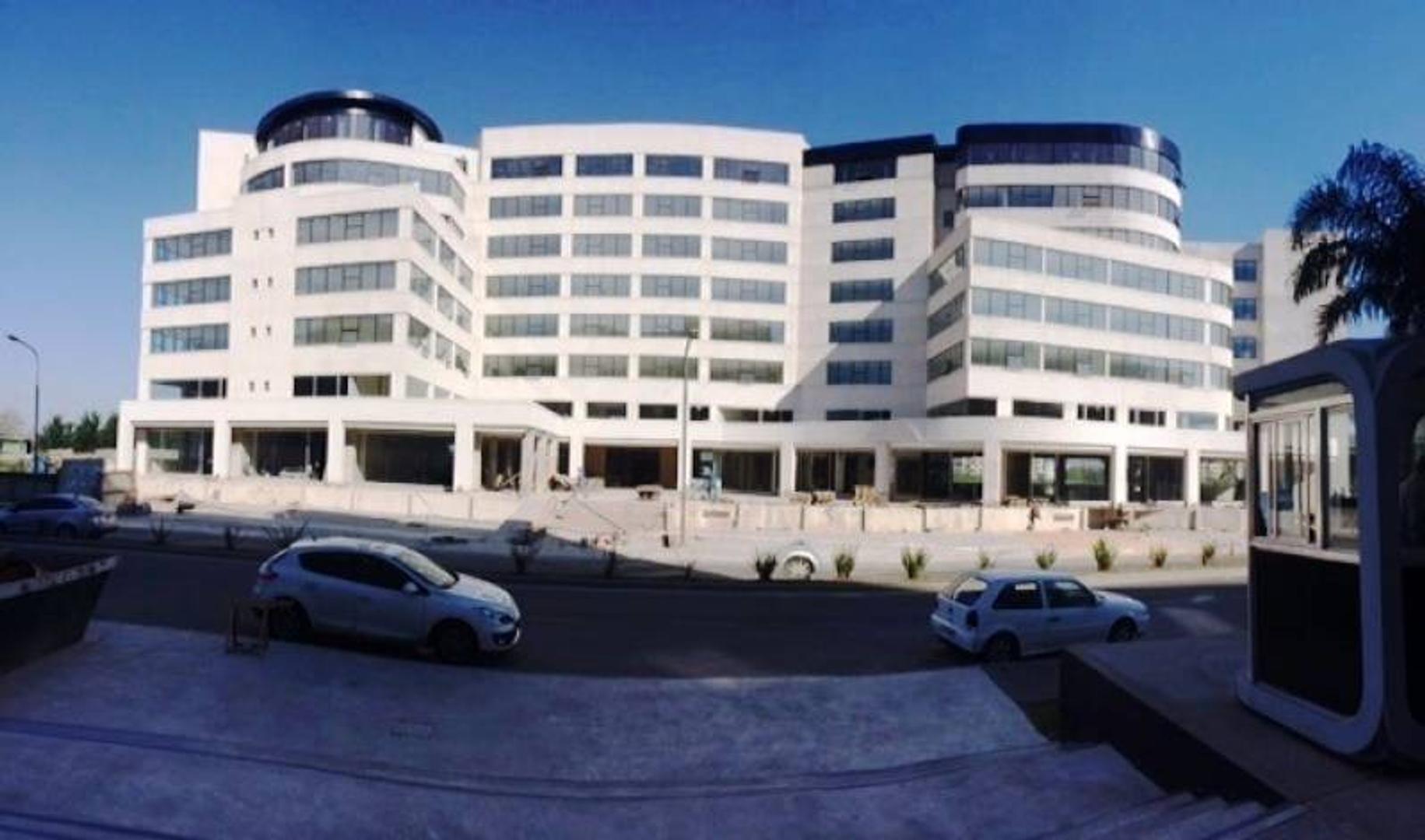 OFICINA O VIVIENDA CON SOÑADO BALCON HACIA EL HOTEL WYNDHAM NORDELTA. E487143225B106