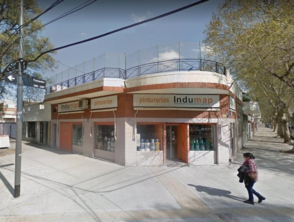 LOCAL EN ESQUINA DE 6.30 X 6.40 CON DEPOSITO/VIVIENDA + OFICINA