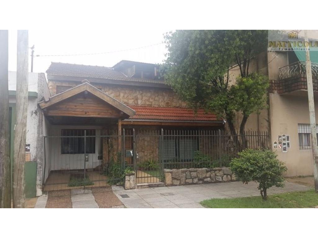 Casa en venta en alberdi 3829 villa ballester for Jardin belen villa ballester