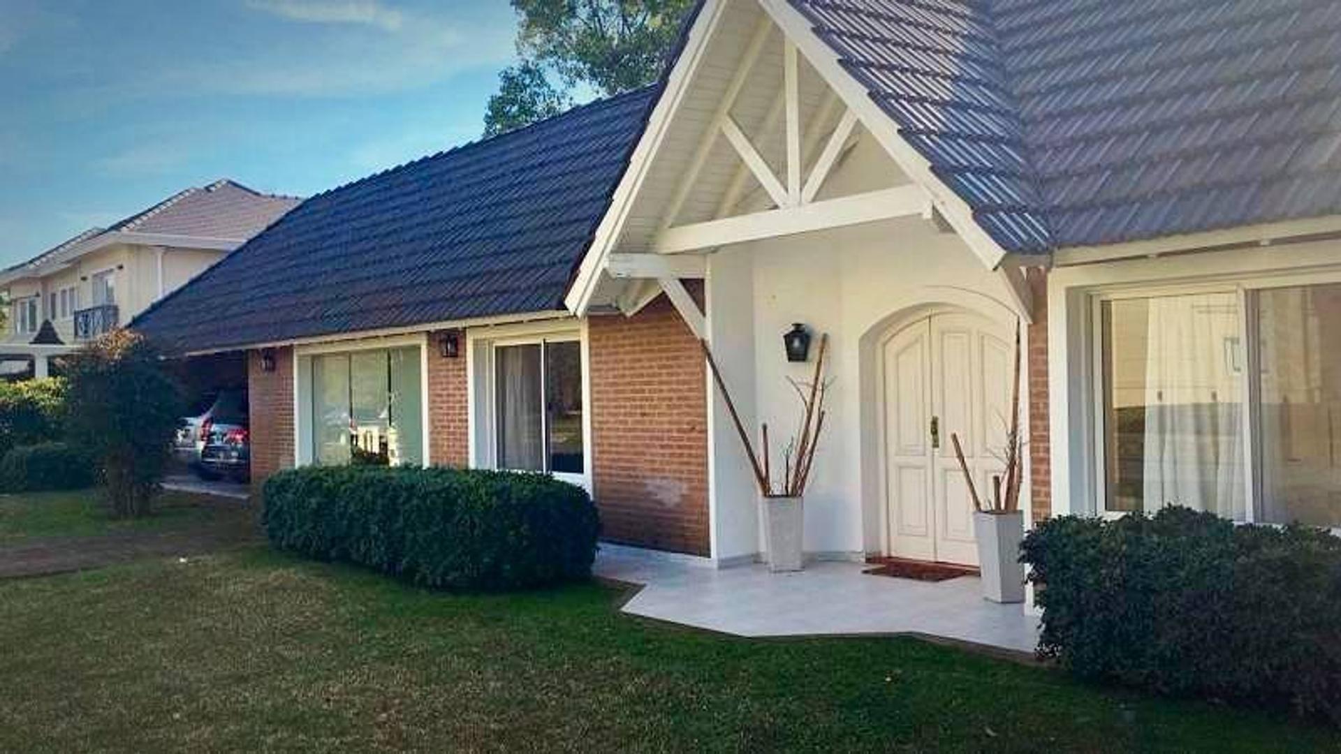 Casa en venta en San Diego- Construida en planta baja