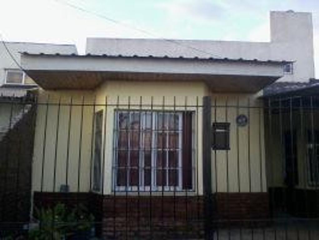 Casa de 5 ambientes en Tristán Suarez