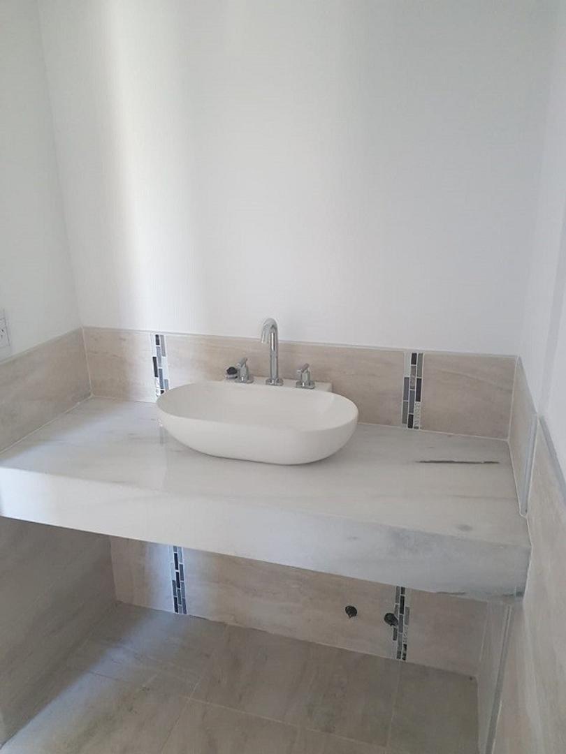 Excelente Casa a estrenar en Bº San Sebastian Area 1 s/lote 1050 mts., cubts. 135, semicubts. 40 mts - Foto 20